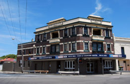 Town And Country Hotel